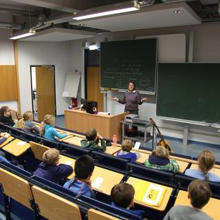Kinderuni 2018/19 Good Vibrations mit Prof. Dr. Iris Groß