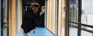 Dr. Ernst Kruijff vom Institute of Visual Computing (IVC) mit Hololens